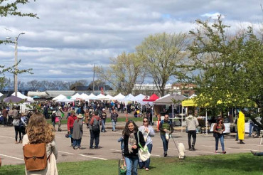 Enjoy Outdoor Market Season in Burlington